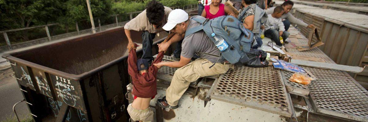 #PapáMigrante: Dejar a los hijos es una apuesta con todo en contra