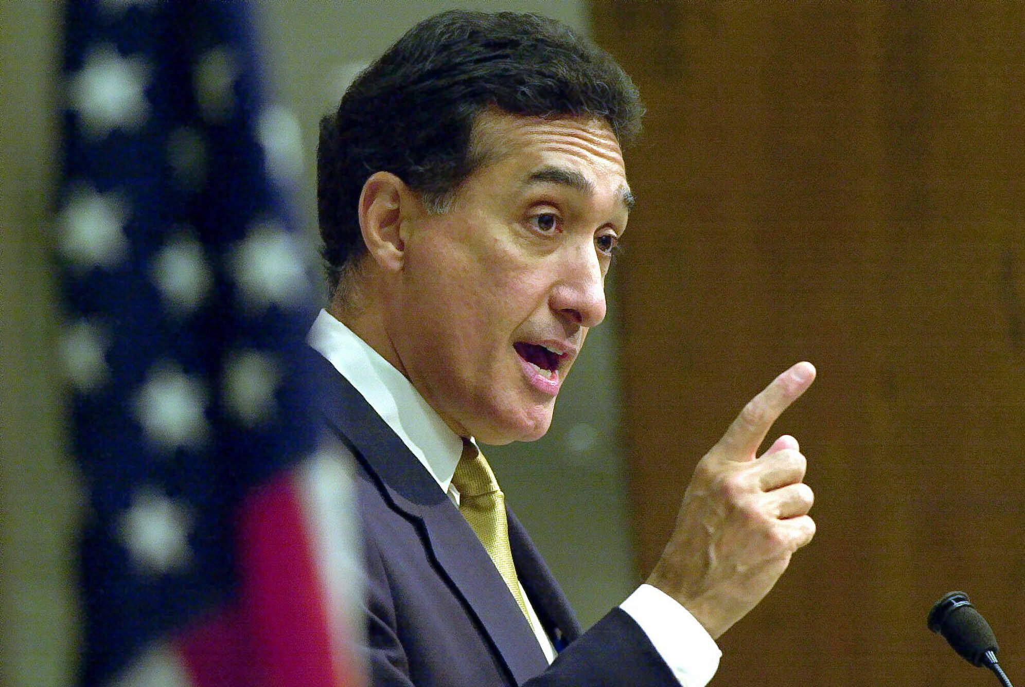 Former Secretary of Housing and Urban Development Henry Cisneros speaks to a group of South Dallas business leaders in Dallas, Tuesday, Sept. 19, 2000. Cisneros touted the New America Alliance, a national group of wealthy and influential Hispanics working toward community betterment. (AP Photo/LM Otero)
