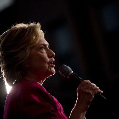 La candidata presidencial demócrata Hillary Clinton habla durante un acto proselitista en Harrisburg, Pennsylvania, el viernes 29 de julio de 2016. (AP Foto/Andrew Harnik)