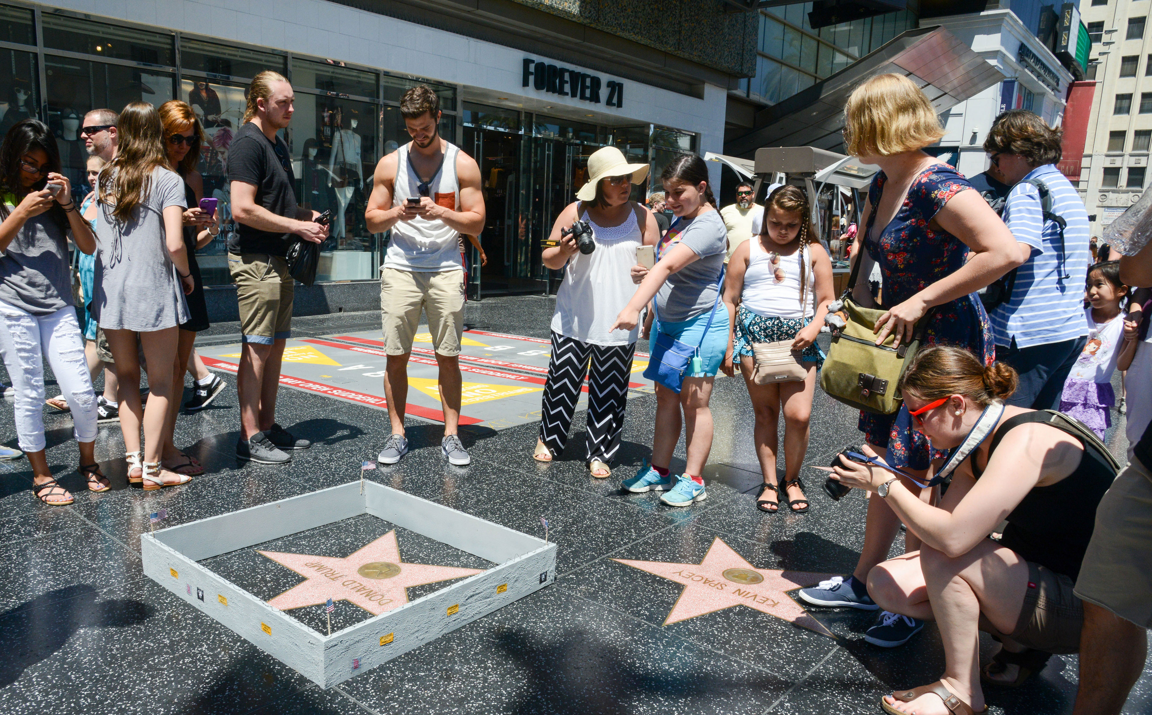 Trump-Hollywood-Wall-1