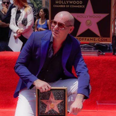 #WalkOfFame: A Pitbull le dieron su estrella y él celebró a todos los latinos