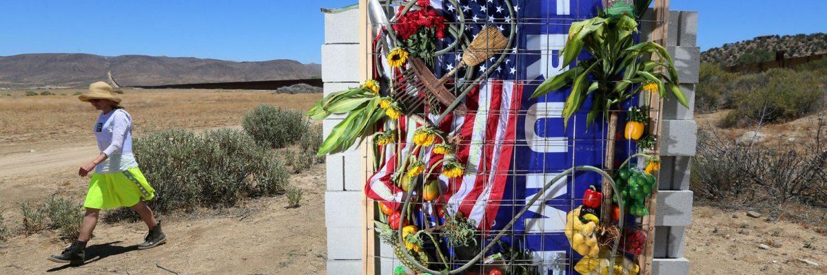 #BorderWall: Construyen un muro como el de Trump, y envían la factura a México