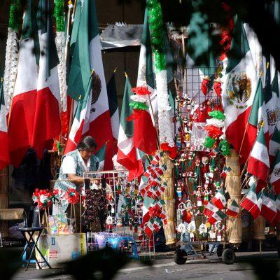 #VivaMéxico: Banderitas en cada esquina, la tradición que no muere