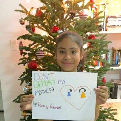 Niños latinos piden a Santa que no deporten a sus padres