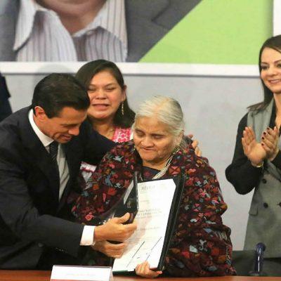 Artista nahua Doña Manuela recibió Premio Nacional