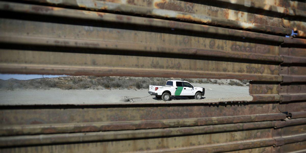 #Hipócritas: Quieren construir un muro, pero el verdadero problema en la frontera es la corrupción de