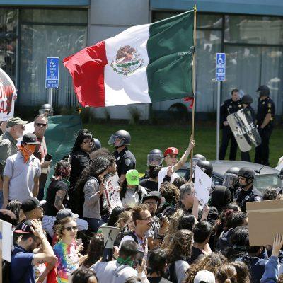 Cómo se transformó la bandera de México en el símbolo de la resistencia