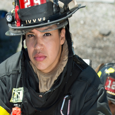 Sarina Olmo, bombera latina en New York.