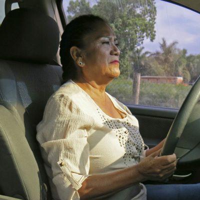 Antonia Catalán ayuda a inmigrantes
