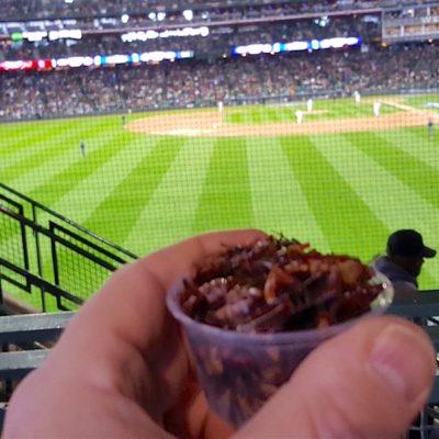 Cuando los chapulines mexicanos superan a los hot dogs en el estadio de béisbol