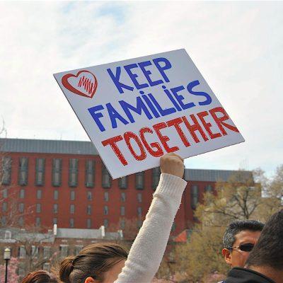 Sus profesores y novia luchan contra la deportación.