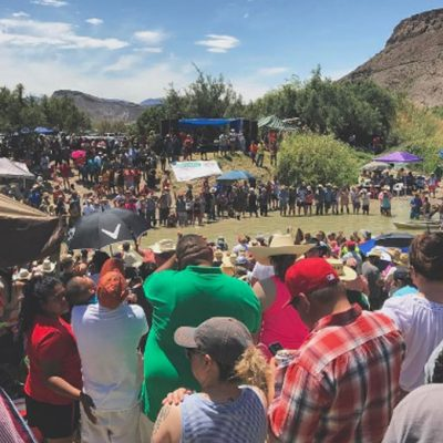 #JaJa: Mexicanos y estadounidenses armaron un pachangón en la frontera, en Lajitas