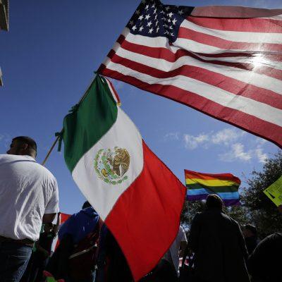 ¿Por qué los mexicanos pueden, pero no se naturalizan estadounidenses?