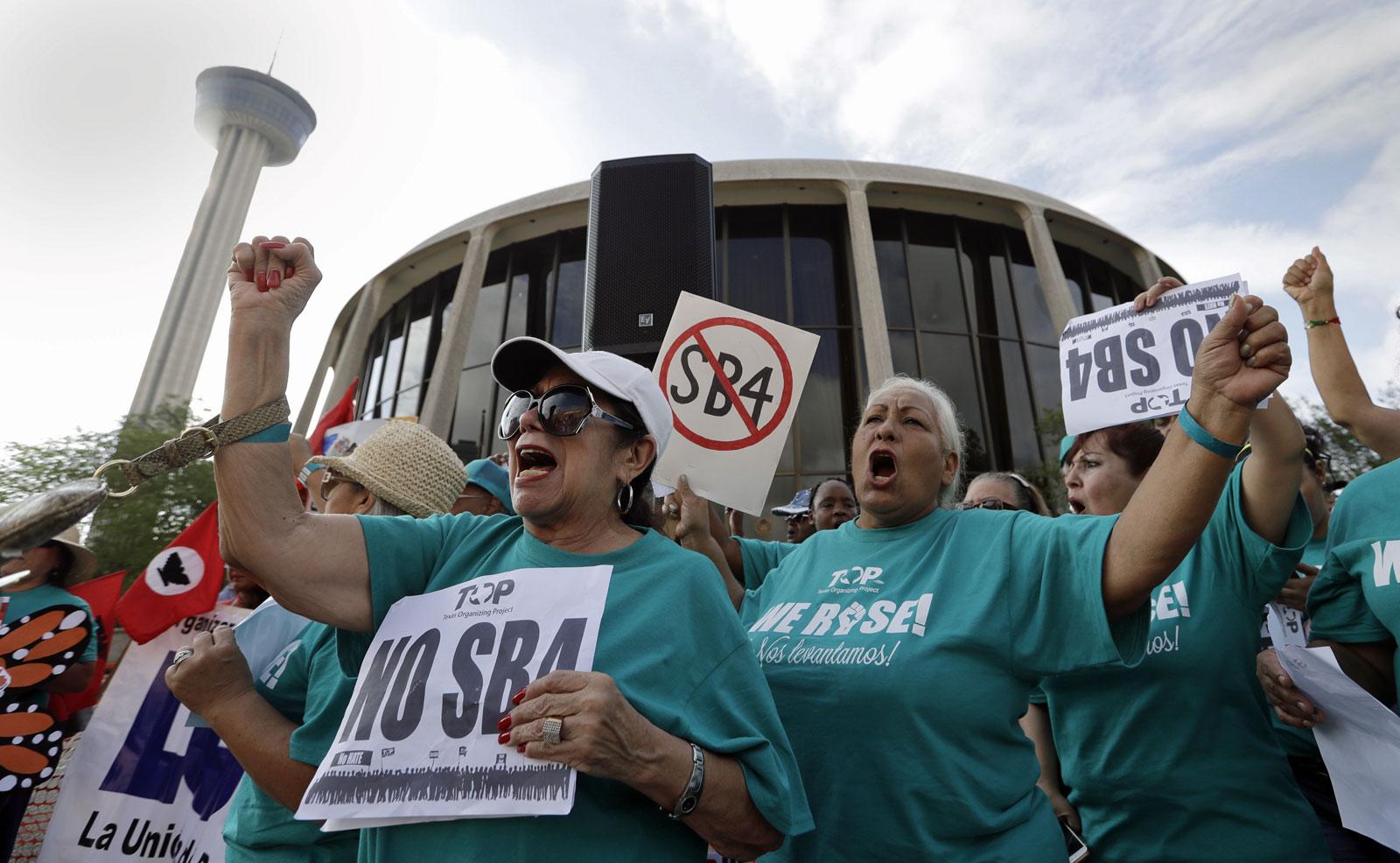 """#Rajones: El condado de Harris """"le sacó"""" a demandar a Texas por la SB4"""