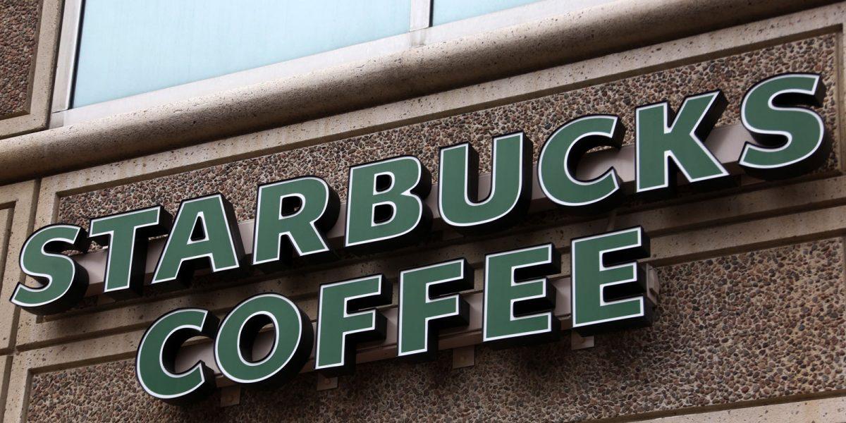 #Aguas: Starbucks no regala café a indocumentados, es una trampa