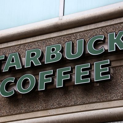 #Aguas: Starbucks no regala café a indocumentados, es una trampa