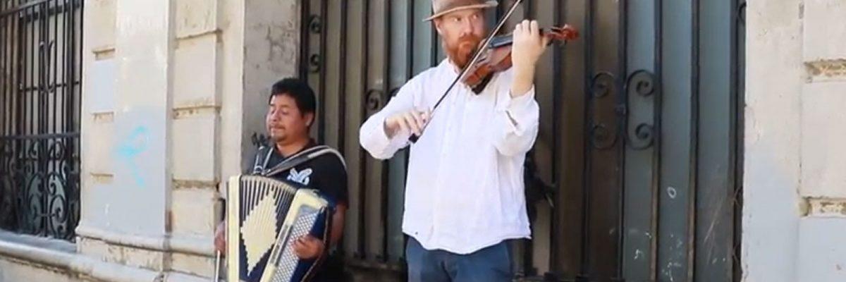 #Zapocelta: Un músico oaxaqueño y un inglés, lograron una fusión épica