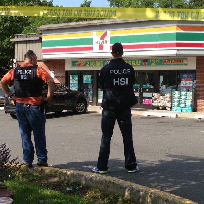 """#Desatados: Lanza """"La Migra"""" ola de redadas en tiendas 7-Eleven de todo el país"""