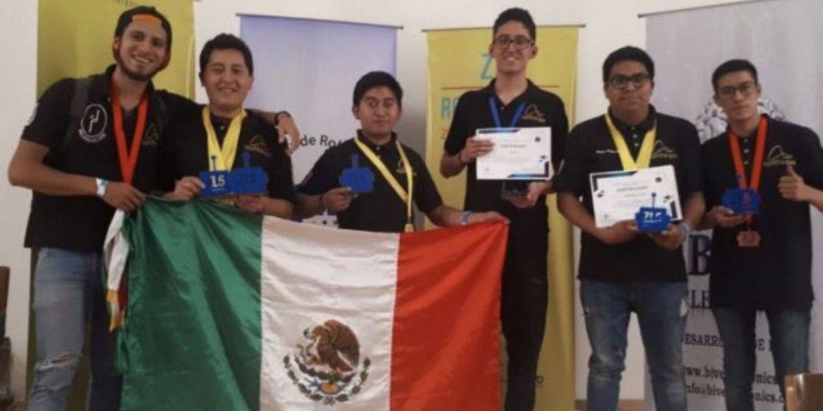 Estudiantes del IPN arrasan con las medallas en competencia de robótica