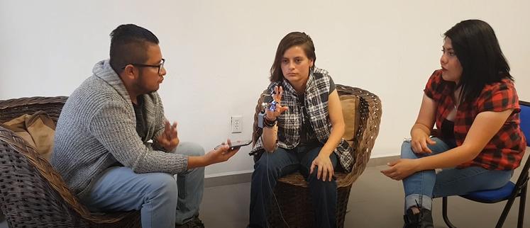 Estudiantes mexicanos crean guante para ayudar a gente con sordera