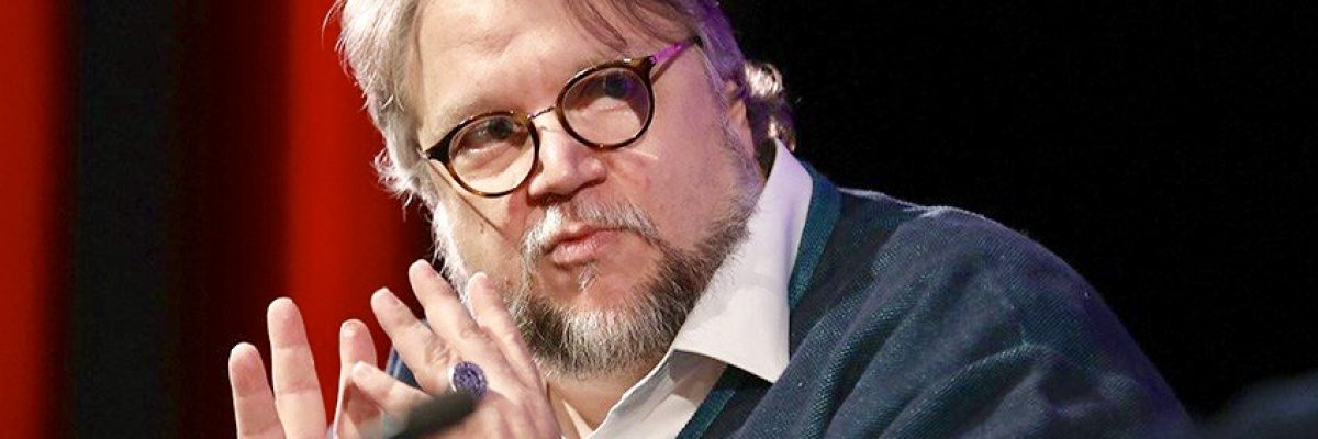 Guillermo del Toro le da una lección al gobierno; le pagará el viaje a niños genios