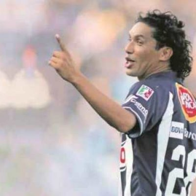 Futbolista mexicano es arrestado y llevado a la cárcel
