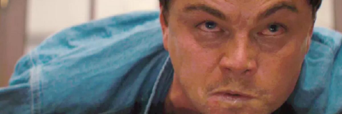 Leonardo DiCaprio recibe tremendo balonazo en la cara en un partido de voleibol