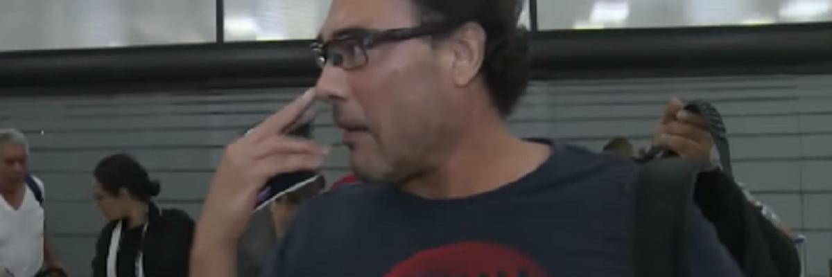 ¡Lo hace de nuevo! Eduardo Yañez explota contra reportero mexicano (VIDEO)