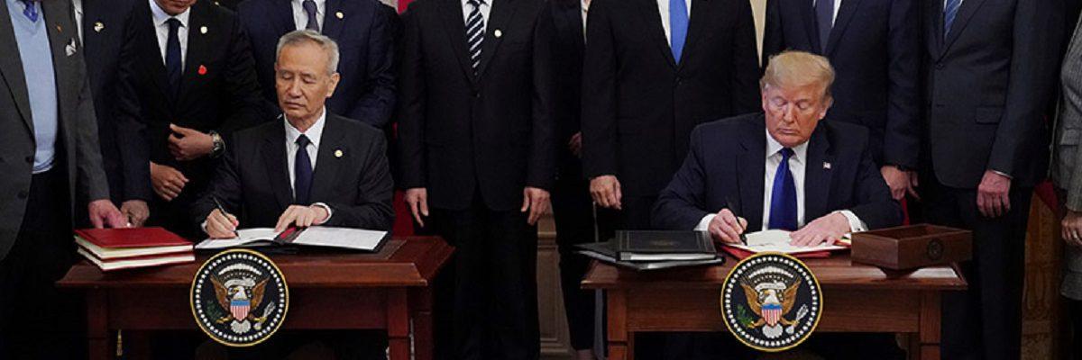 """Trump firma acuerdo con China para detener """"guerra comercial"""""""